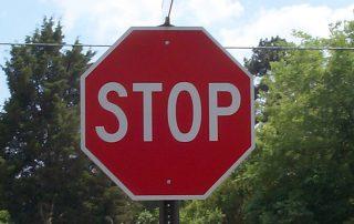 Poštovanje znaka STOP slika